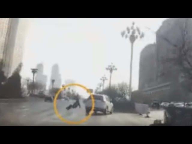 Un video muestra el momento en que una persona teletransportada provoca un accidente en China