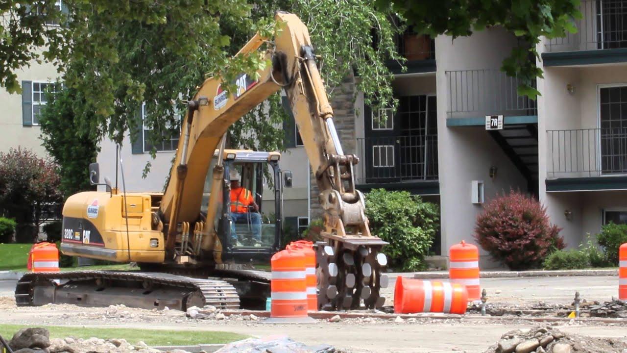 Excavator bucket vibrator