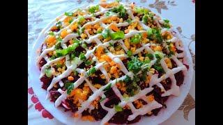 Очень вкусный свекольный салат с консервированной рыбой, яйцами и сыром. Пальчики оближете.