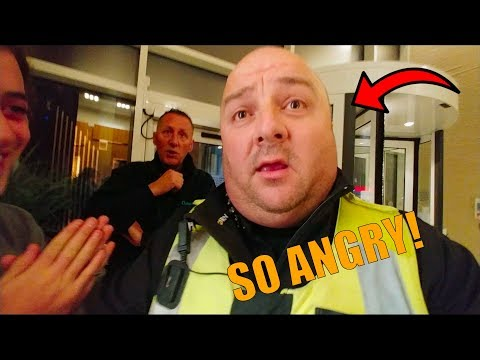 SECURITY & POLICE ESCAPE *FAN SAVED US IN HIS CAR*
