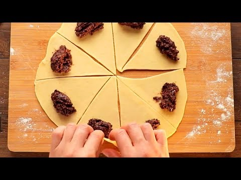 Так как делала бабушка! Пышные рогалики с ореховой начинкой - классический рецепт. | Appetitno.TV
