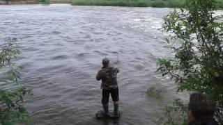Роберт и сом на реке Ик.