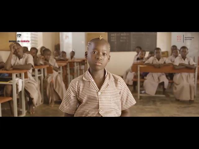 """1  ROUKETOU GOUMBANI, niña del proyecto de """"Formación y reinserción de niñas sin escolarizar"""""""