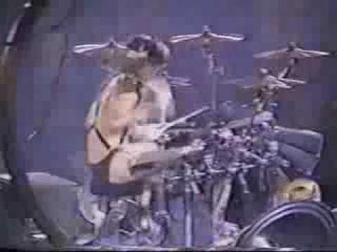 Tommy Lee the greatest  drum solo ever!!!