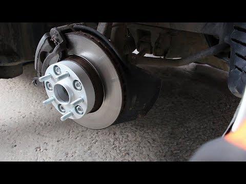 Установка проставок 3см на колеса на Toyota Mark II Тойота Марк 2 JZX 101 1998 года
