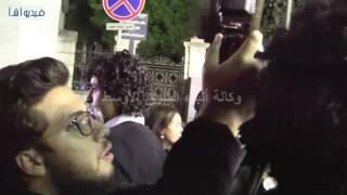 بالفيديو : صلاح عبدالله وأحمد رزق وشريف منير في عزاء والدة شريف وعمرو عرفه