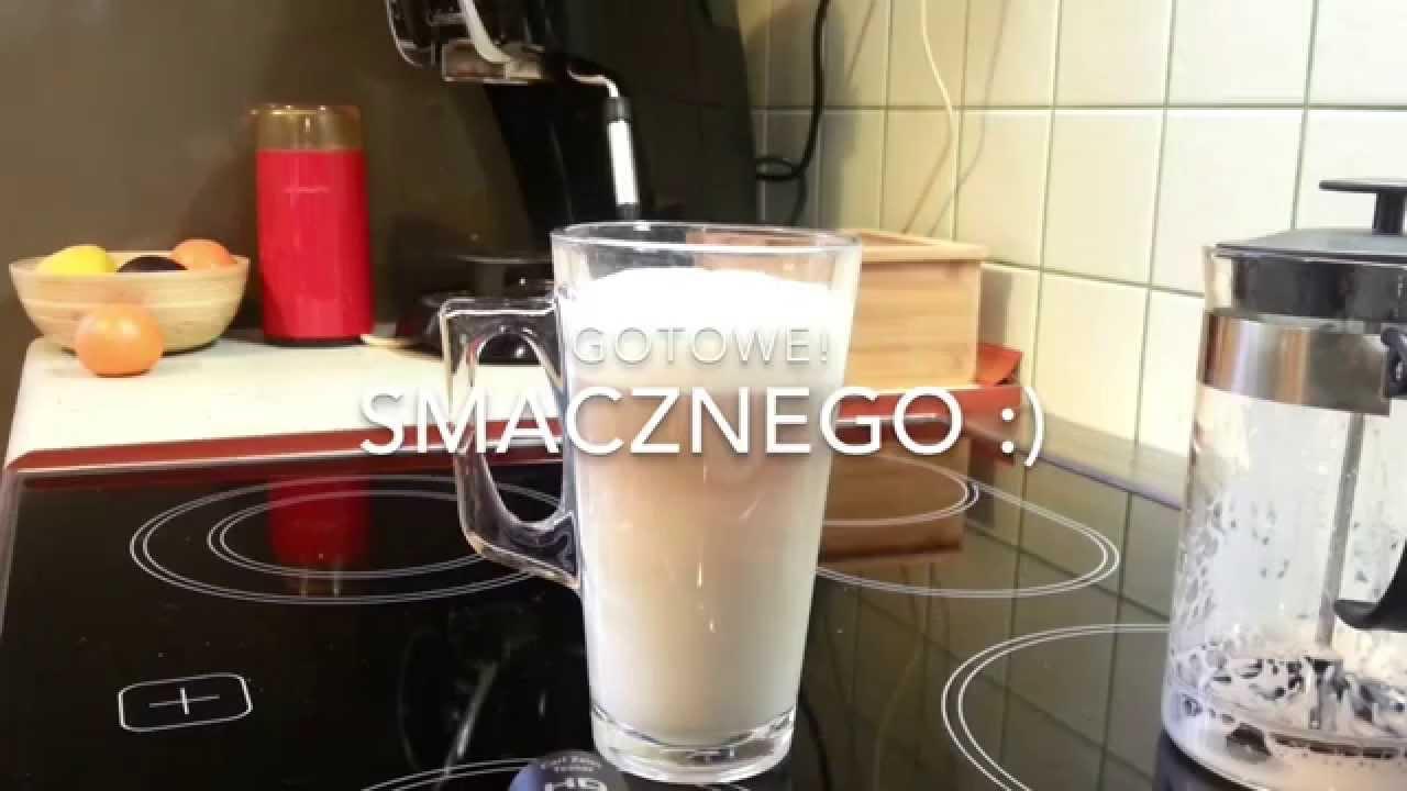 Jak spienić mleko do kawy bez ekspresu ani spieniacza