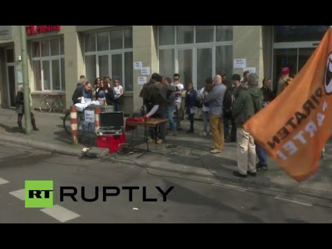 LIVE: Boycott in Berlin against BILD newspaper
