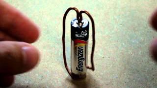 Einfachste Motor mit einem magnet, AA-Batterie, und ein Kupfer-Draht