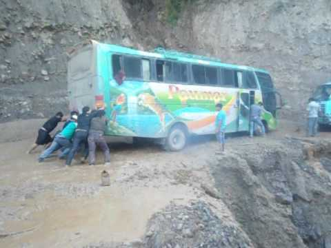 ELE Y CLIP EL DIARIO VIVIR DE PASAJEROS Y CHOFERES HACIA SUD YUNGAS LA PAZ BOLIVIA 2 120317