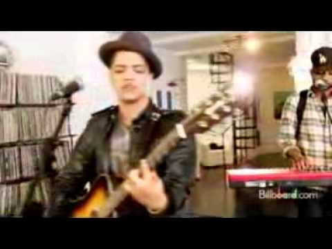 Bruno Mars- Grenade (Live) AMAZING! (ideal for youtube to mp3 downloads)