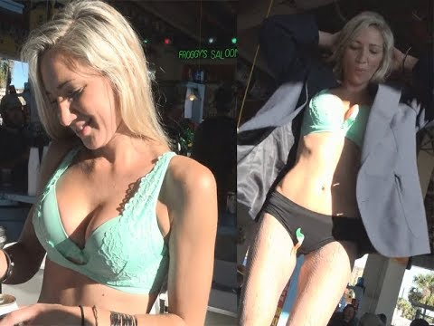 Hot Girl Dance in New York Outdoor Club !!!