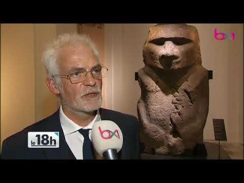 Oceania : une géante statue de l'Île de Pâques s'expose au Cinquantenaire
