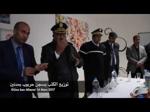 Distribution des livres à la prison de Harboub Medenine.