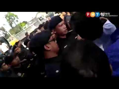 Chaos at popular restaurant in Klang