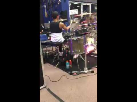 Tony Taylor Clinic at Guitar Center Country Club Hills, Chicago Drum solo! 1