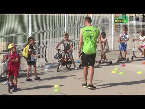 Los niños y niñas participantes en el Campus 'Sun Gines' aprenden seguridad vial