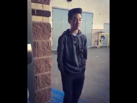 Que hermosa voz de este chico!  Canta igual a Shawn Mendes