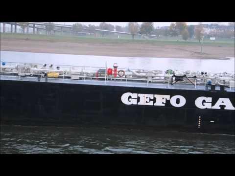 Gas Tanker Schloss Babelsberg auf dem Rhein