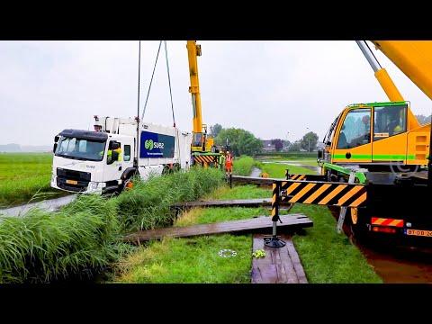 BERGING : Vrachtwagen zakt weg in de berm Weesp (Volvo FE) 🚛👷🏻