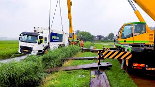 30 tons Truck sinks into the roadside (HEAVY RECOVERY) (VOLVO FE)  🚛👷🏻