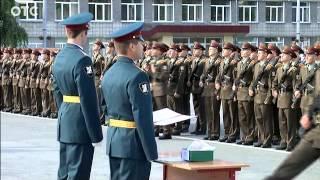 видео: 300 молодых выпускников Новосибирского военного института внутренних войск МВД приняли присягу
