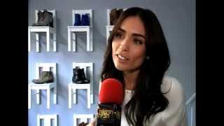 קארין כהן מחזיקה את נירו לוי קצר - חדשות הבידור