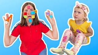 Полина и мама устроили веселые игры
