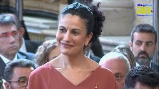 El Rey impone la Órden del Mérito Civil a la directora del colegio Clara Campoamor
