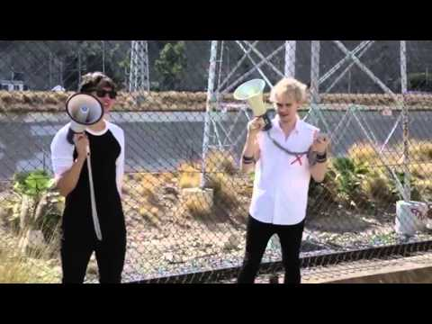 Megaphone song - 5sos (Michael and Calum) TURN ON SUBTITLES BABES