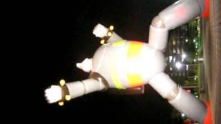 2010年7月31日~8月1日の神戸長田・鉄人広場。 鉄人28号モニュメント・スペシャルライトアップ2010。 映像は7月30日の予行演習。 顔を横にし...