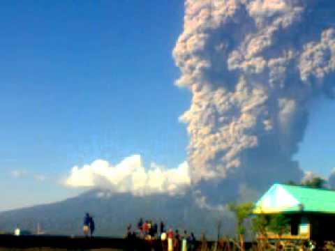 Letusan gunung api sangeang, NTB (Mt. Sangeang Eruption)