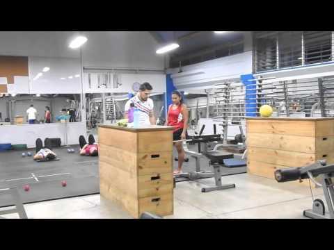 Gimnasio de acondicionamiento f sico youtube for Acondicionamiento fisico