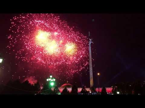 Салют в парке Победы на Поклонной горе 9 мая 2018