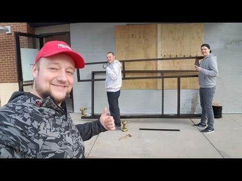 Установщик окон и дверей в Америке
