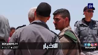 الاحتلال يغلق الطرقات المؤدية لتجمع الخان الأحمر المهدد بالإزالة والهدم - (5-7-2018)