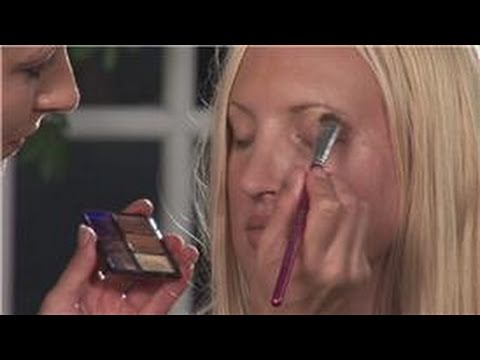 Eye Makeup Tips: How to Apply Eyeshadow for Blue Eyes