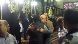 أخبار اليوم | عمرو سعد وصلاح عبد الله وأيمن بهجت قمر في عزاء والدة المخرج شريف عرفة
