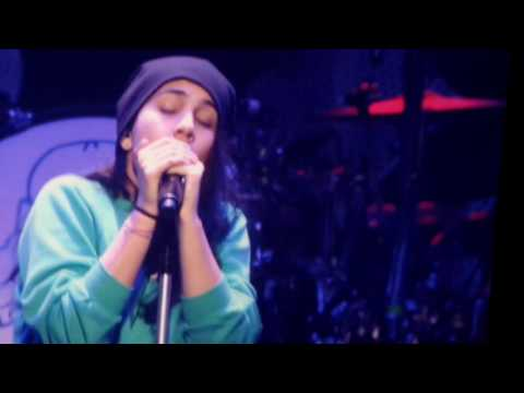 Alessia Cara - Scars To Your Beautiful (live - Jingle Ball DC 2016)