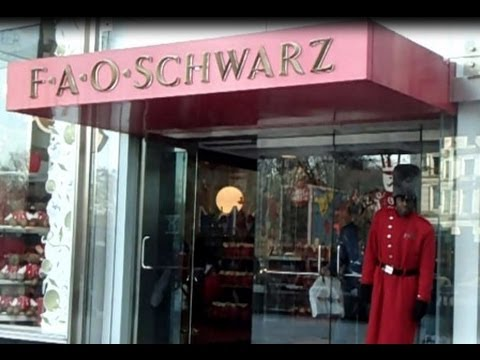 FAO SCHWARZ FIFTH AVENUE, NYC - WORLD'S BEST TOY STORE!
