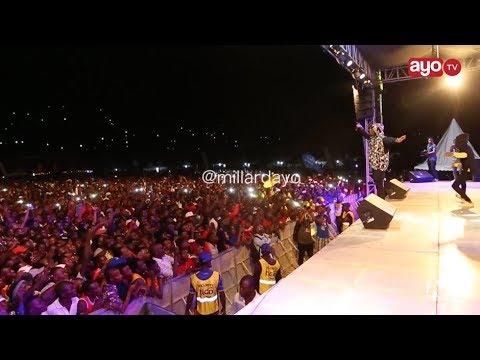 FIESTA MWANZA: Rayvanny alivyo-perform Zilipendwa aimba na mashabiki