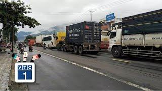 Sạt lở đèo Bảo Lộc, kẹt xe hàng km