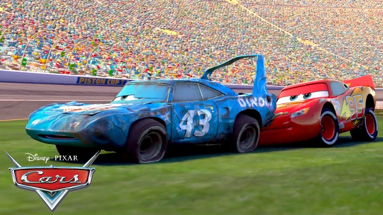 Lightning Mcqueen Helps The King Pixar Cars Youtube