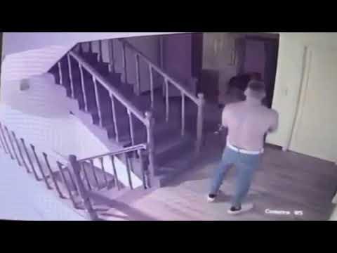 Brutal golpiza de Rodríguez Gil a su pareja, Estefaníaиз YouTube · Длительность: 1 мин7 с