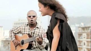 Mayra Andrade canta Lua no heliponto da Folha