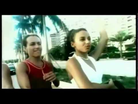 Клип alexia - Uh La La La