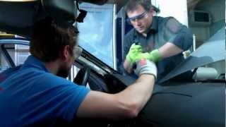 Vyřezávání autoskla strunou / Windshield replacement
