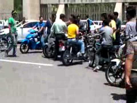 تصادف موتور سنگین در شیراز تک چرخ زدن جلوی پلیس!