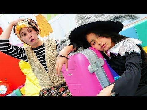 Eğlenceli oyun. Cadı Emily Reyhan ablaya kalmaya geliyor. Komik video