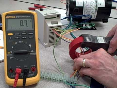 Using a clamp-on ammeter to measure three-phase current